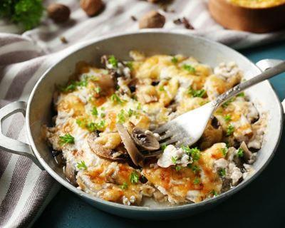 Gratin de pommes de terre, champignons et endives : http://www.cuisineaz.com/recettes/gratin-de-pommes-de-terre-champignons-et-endives-76019.aspx