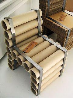 Tubos de cartón reutilizados para crear una silla.