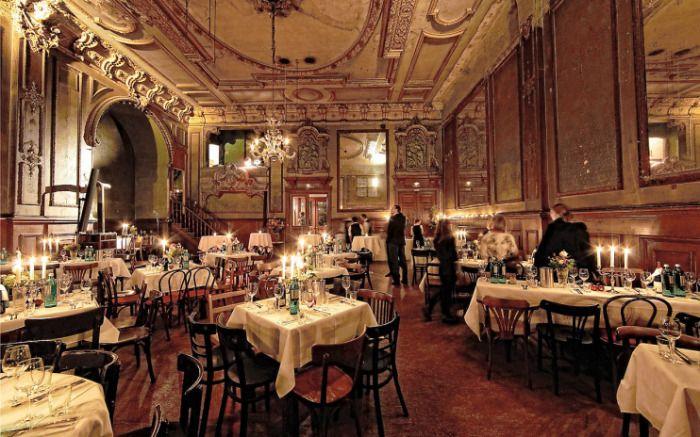 Tanzlokal mit Livemusik und Spiegelsaal, italienischer und deutscher Küche sowie Tanzkursen.