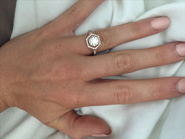Show me your round 1-1.5 carat engagement rings!!! - Weddingbee | Page 8