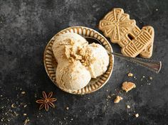 Cremiges Weihnachtseis mit Spekulatius / Creamy Christmas Ice Cream with Speculoos