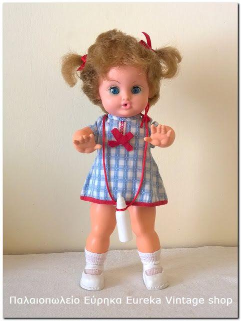 Γαλλική κούκλα Bella σε στυλ μωρό από την δεκαετία 1960's με σωματότυπο βασισμένο στην μυθική κούκλα Muguette. Είναι σε πάρα πολύ καλή κατάσταση για την ηλικία της και πολύ χαριτωμένη. Τα μαλλιά της δεν είναι κομμένα, έτσι είναι το στυλ τους. Έχει ύψος 31εκ.