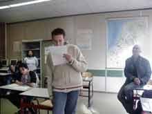 Schoolderpoezie maakt lessen, heeft een leerlijn Poëzie en organiseert gedichtenwedstrijden, zoals VERS