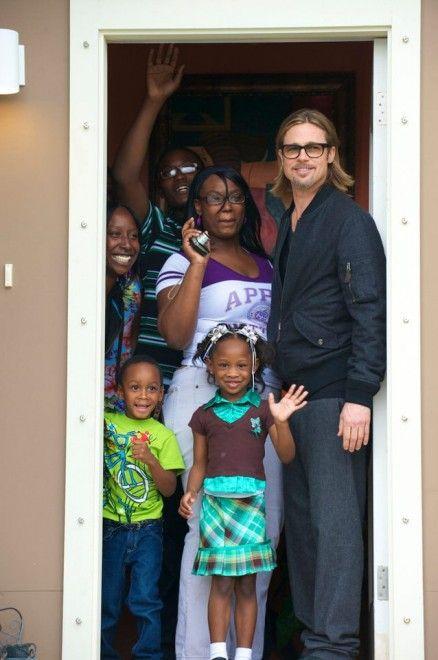 A 8 anni e mezzo dal disastroso uragano Katrina che devastò New Orleans, almeno 30 del centinaio di case ecologiche in legno donate da Brad Pitt sono danneggiate dall'umidita. Le case più rovinate sono quelle costruite tra il 2008 e il 2010 con un materiale ibrido conosciuto come Timbe