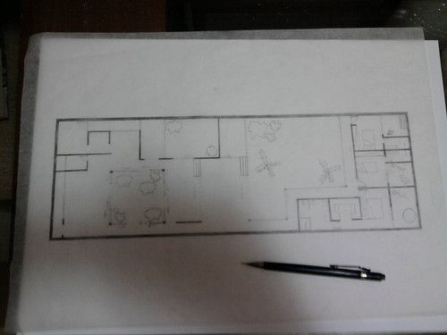 """Desenho da """"Casa Pátio"""" : Foi uma delícia fazer este projeto, foi um grande desafio encaixar esta casa em um terreno de 10x30m onde a construção precisava preencher as laterais, trazendo o jardim para dentro de casa, criando seus pátios para ventilação, beleza e integração da residência. Foi ótimo desenhar e criar estes espaços como únicos e característicos para um casal 2 filhos. ..."""