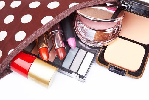 3+1 προϊόντα που πρέπει οποιοσδήποτε να έχεις στο νεσεσέρ σου κάθε μέρα το καλοκαίρι - http://ipop.gr/themata/frontizw/31-proionta-pou-prepi-opiosdipote-na-echis-sto-neseser-sou-kathe-mera-kalokeri/