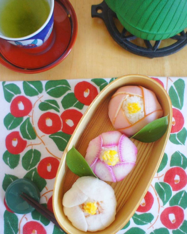 "3 radish with gun and gorgeous! A Japanese-style boxed lunch looking at an advanced person at ""Tsubaki Temari sushi"" - macaroni"