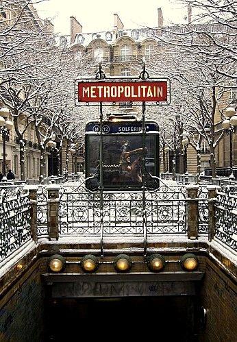Paris sous la neige  (station de métro Solférino)