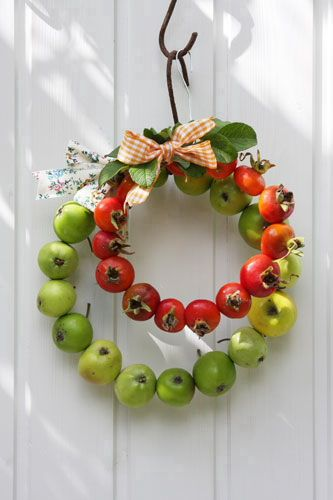 great little wreaths - just thread wire through the center of each apple until you achieve the desired size.