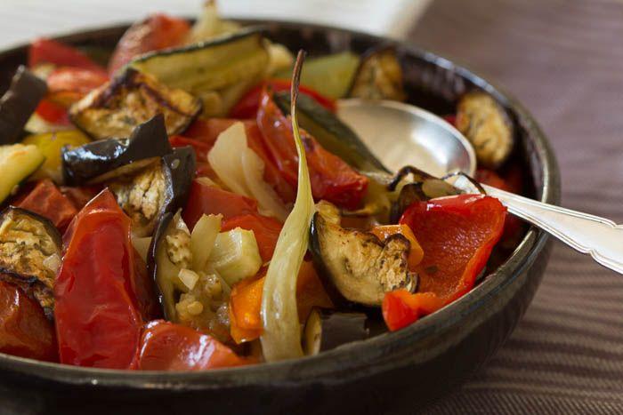 Smuk ratatouille hvor grøntsagerne beholder facon, saft og kraft, og overrasker ved deres sødme og saftighed. Ratatouille smager herligt til kød, men er også god som hovedelement.