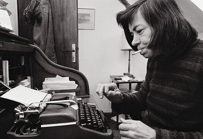 This woman is crazy genius. Back when smoking was deemed elegant. (Patricia Highsmith)