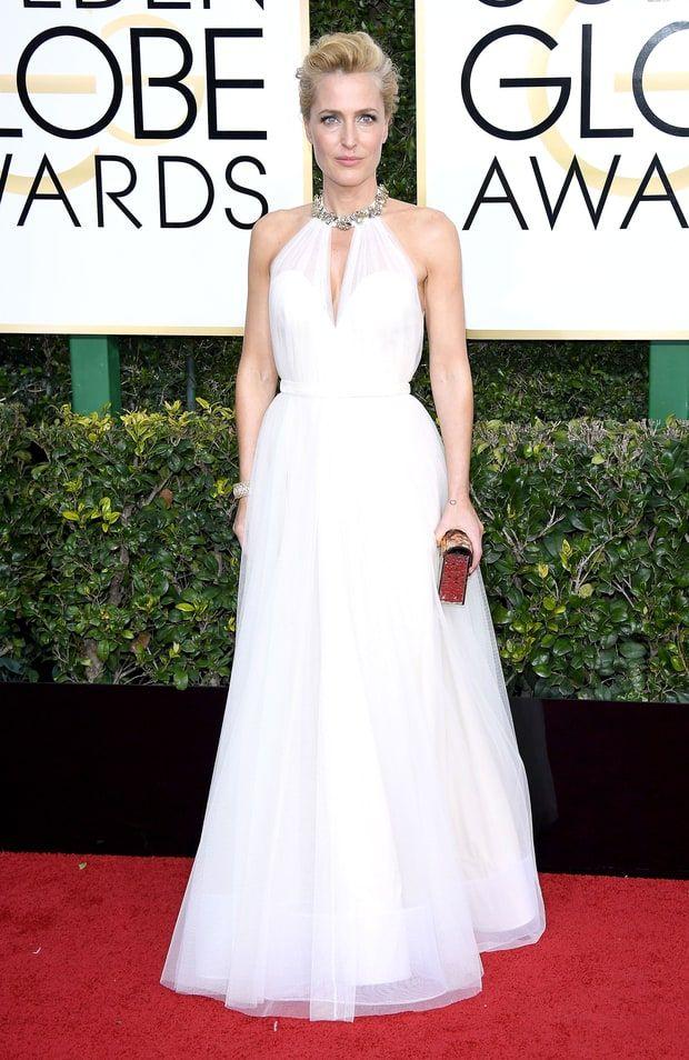 Gillian Anderson in Jenny Packham at the 2017 Golden Globe Awards