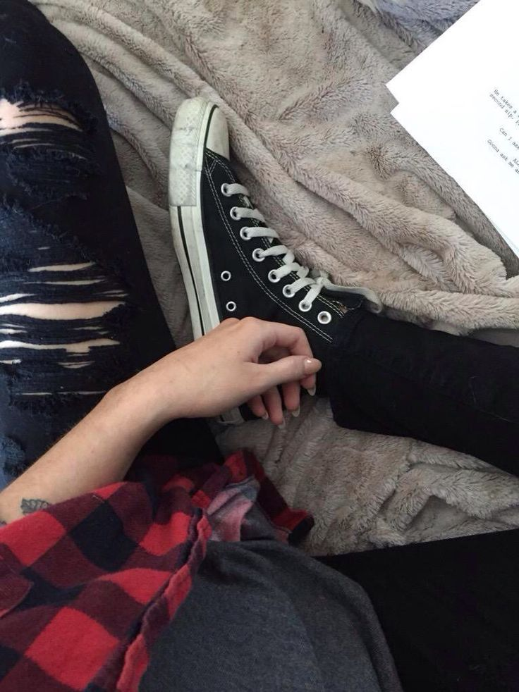 grunge alternative fashion style checked tartan shirt converse trainers sneaks sneakers