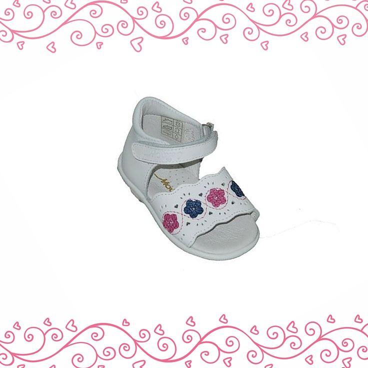 #baby #footwear Πέδιλο Μούγερ για τα πρώτα βήματα, δερμάτινο, λευκό με λουλουδάκια, κλειστή φτέρνα, αυτοκόλλητο κούμπωμα και ανατομικό πάτο.