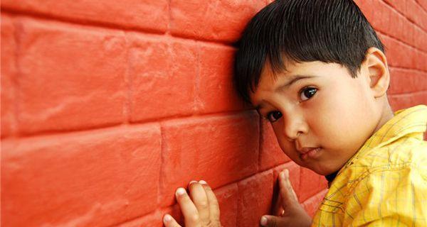 """El autismo te habla: sigue las señales ★ 1, 2, 3  Un diagnóstico se toma tomando en consideración en dos áreas: cuál es su coeficiente (IQ) y cuál es su nivel de conductas adaptativas, explicó la Directora de CEPA. Pero antes de llegar a ese punto, una familia que busca ayuda debe saber que tan pronto abre la puerta de esta corporación, recibirá ayuda.  """"Los padres deberán llenar una solicitud de servicio, es una hoja que nos ayuda a identificar las áreas de mayor necesidad y la severidad…"""
