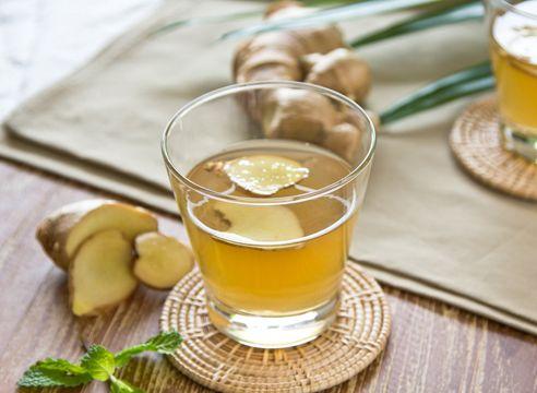 Корень имбиря содержит витамины, макро- и микроэлементы, аминокислоты. Характерный терпкий запах связан с наличием эфирного масла (1,2-3%). Такой состав превращает имбирь в настоящую кладовую полезных веществ, необходимых для поддержания здоровья.