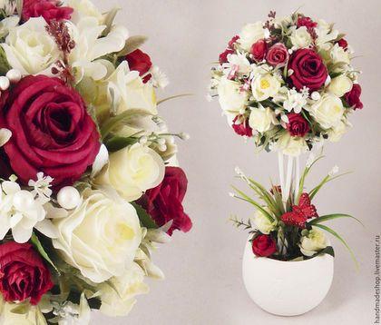 Купить или заказать Топиарий ' Ты и Я.'  Дерево Счастья.  Подарок на Свадьбу, 8 Марта..... в интернет-магазине на Ярмарке Мастеров. Белые и красные розы, соединенные в одном букете, символизируют гармоничную любовь и единство взглядов. Это деревце как бы говорит: 'Ты и Я - одно целое' Замечательный подарок на Свадьбу, День Влюбленных, 8 Марта или просто вместо традиционного букета цветов.