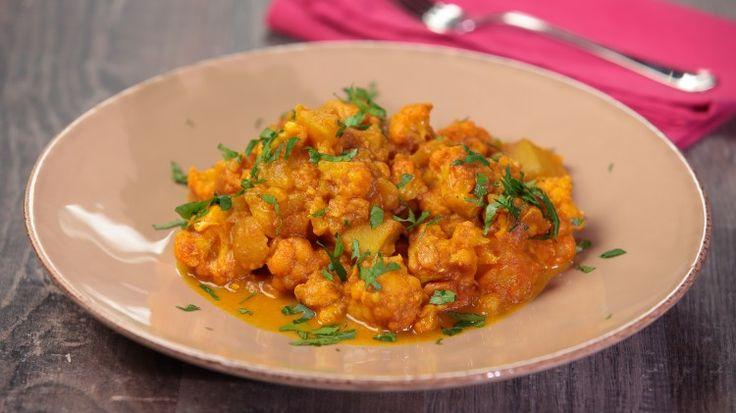 Ricetta Curry di cavolfiore: Curry al cavolfiore, un contorno indiano ricco di colori e sapori...le spezie sono fondamentali in questa cucina, vengono utilizzate sempre in modo sapiente per esaltare i sapori naturali dei vari ingredienti.