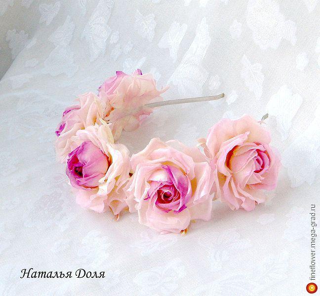 """Ободок с розами """"Амели"""" сирень. Цветы из шелка - батик, дизайнерская заколка/украшение для волос. МегаГрад - город мастеров и художников"""