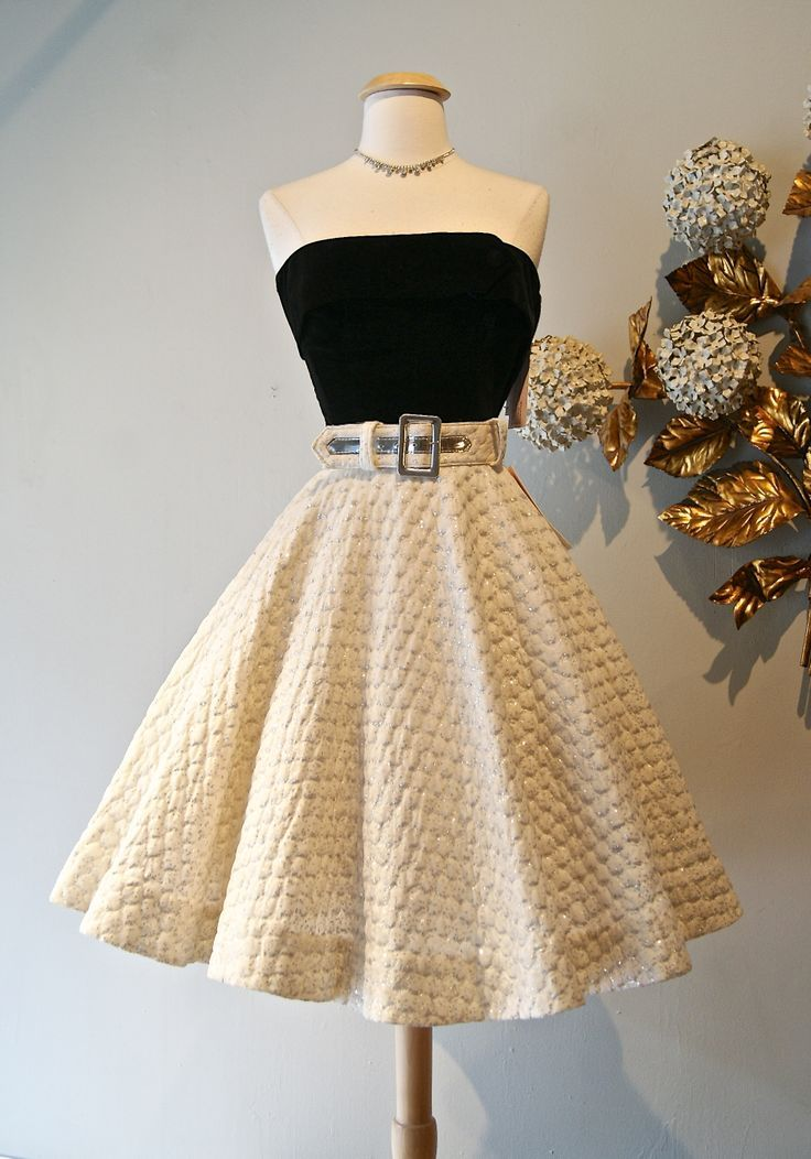 Gorgeous 50's skirt and top! Women's vintage rockabilly fashion clothing outfit