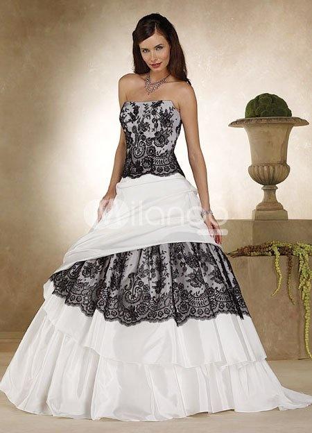 I sooooo want this to be my wedding dress!