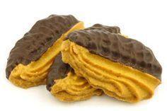 Lekkere vanillekoekjes volgens een makkelijk recept met weinig suiker en een laagje chocolade