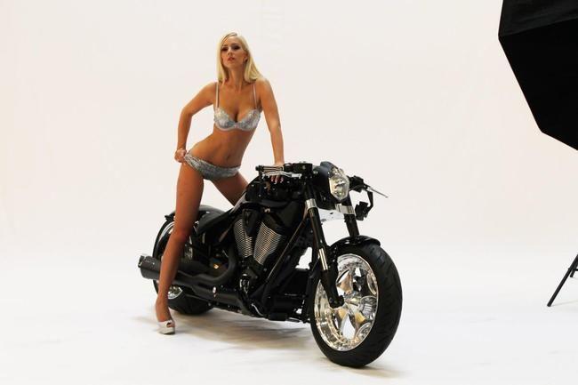 Motorrad Bild: Victory Hammer 8-Ball Black SMC