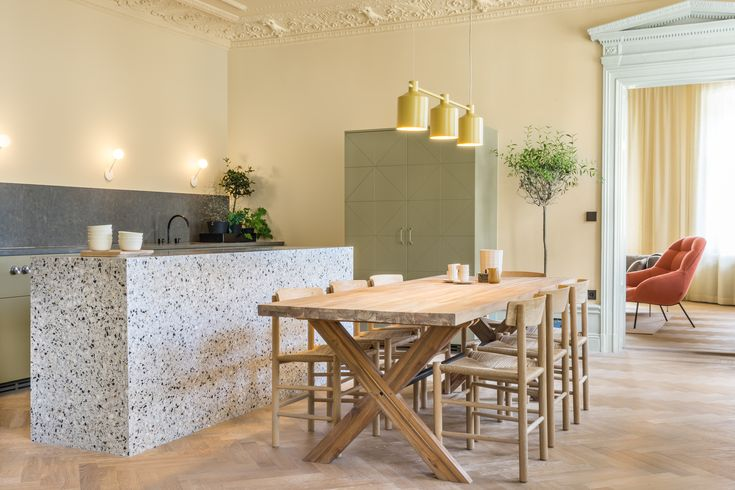Lagerlings - Grev Turegatan 50 - Toppskick med tre balkonger och två kakelugnar - Våra hem