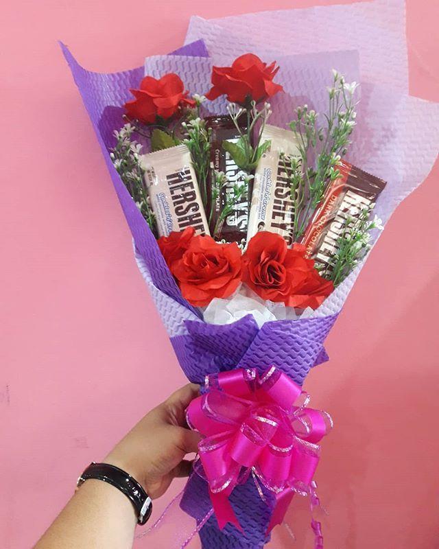 Bouquet Coklat Hershey Sahabat Zeeyra Yg Nak Buat Surprise Untuk Org Tersayang Tu Boleh La Dpatkan Bouquet Ni Di Zeeyra Diy Flowers Flowers Bouquet Flowers