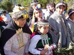 Resultado de imagen para vestimenta mapuche de niña del sur de chile