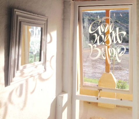 Window lettering by Heleen de Haas at the Ou Opstal