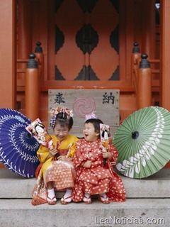Shichigosan significa literalmente: Shichi (siete), Go (cinco) y San (tres) es el nombre que se le da a un festival japonés celebrado por niños de 7, 5 y 3 años. La fecha oficial es el día 15 de noviembre, por lo cual, muchas familias realizan la ceremonia el fin de de semana que antecede o procede a la fecha oficial, cuando esta cae en el medio de la semana. De esta forma es más fácil que las familias puedan reunirse el sábado y el domingo, ya que esta fecha no es un feriado nacional en el…