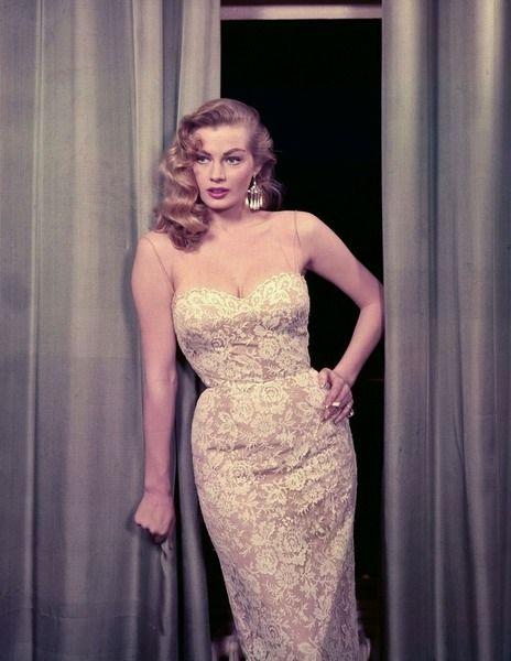 Ljus spetsklänning Afton Örhängen Cigarett | Tidlös Personlig Stil | Audrey