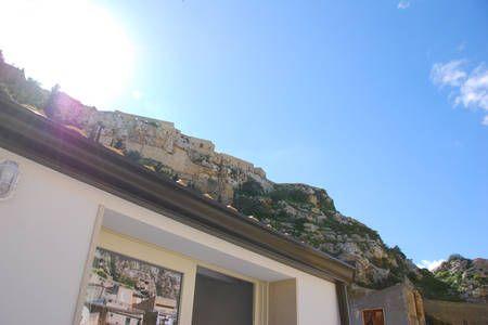 Dai un'occhiata a questo fantastico annuncio su Airbnb: Chiafura house trip casa vacanze a Scicli
