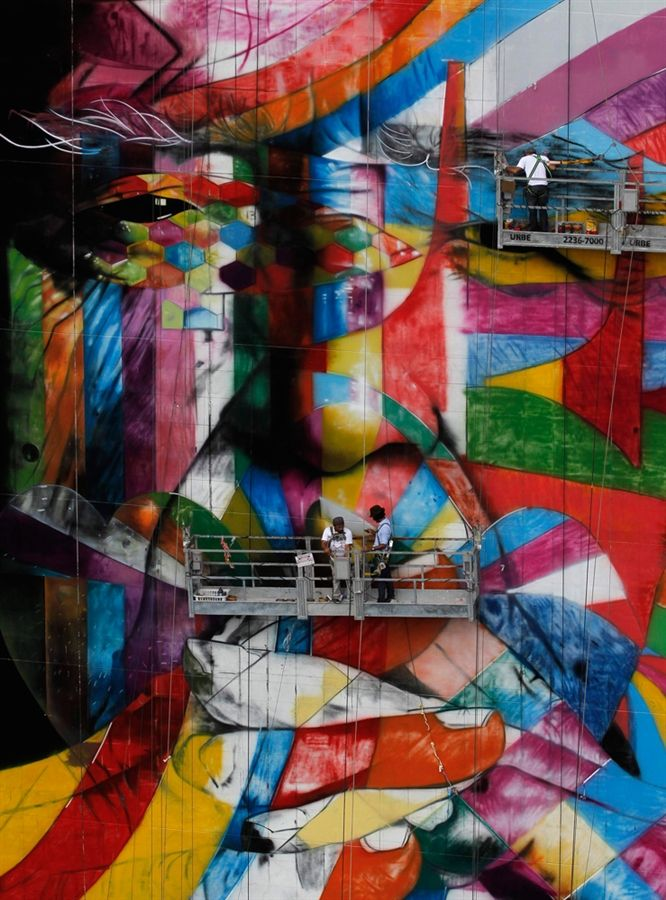 Brazilian graffiti artist Eduardo Kobra puts the final touches to his piece of art in tribute to Brazilian architect Oscar Niemeyer, at the financial centre on Sao Paulo's Avenida Paulista January 22, 2013.