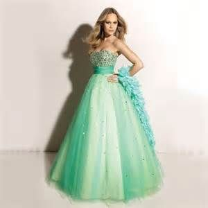 #Abito da #sposa molto bello con tulle verde acqua. Questo è un abito bello ma molto particolare, quindi per indossarlo ci vuole stile! ;p