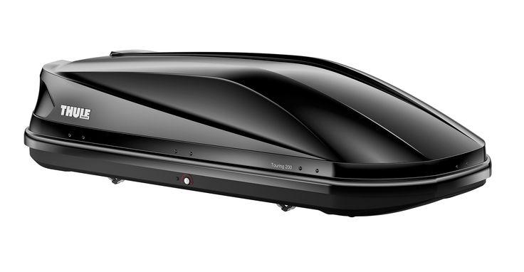 Thule Dakkoffer Touring 200 black glossy  Description: De Thule Touring 200 black glossy is een praktische en stijlvolle dakkoffer met tweezijdige opening en een mooie strakke vorm. De verlaagde bodem zorgt ervoor dat het windgeruis wordt verminderd. Bovendien zorgt de speciale zwartglanzende dekselbekleding ervoor dat je stijlvol voor de dag komt. De aerodynamische Touring 200 is voorzien van de gepatenteerde Fast-Click snelbevestiging. Met dit systeem bevestig je de koffer vanaf de…