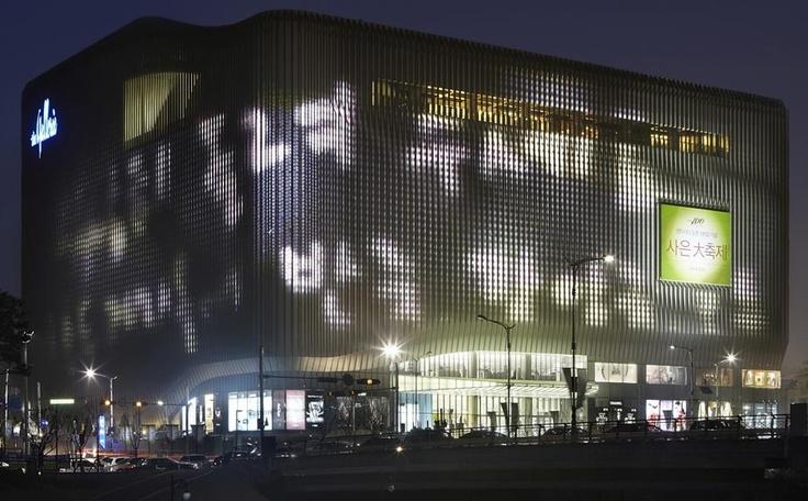 Zumtobel inszeniert eine der größten Medienfassaden der Welt