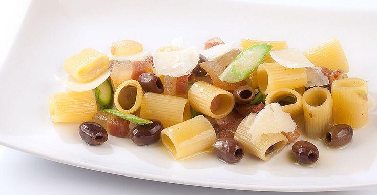 Ricetta Mezze maniche con guanciale e olive Leccino - Ricette con le Olive