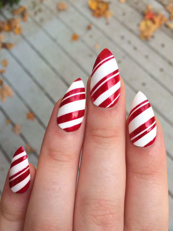 Perfect for the holidays ! A set of 20 hand painted candy cane stiletto nails. The nails come in 10 different sizes (2 of each size include in the