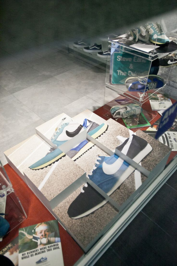 Nike Vintage Running In Store Campaign AW LAB Vicenza SHOP ONLINE: www.athletesworld... STORE LOCATOR: www.athletesworld...