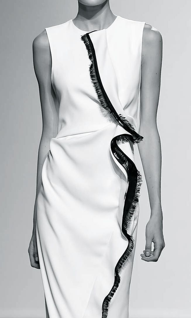 White dress with contrasting fringe trim; fashion details // Sportmax Spring 2015