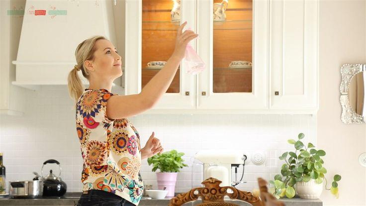 Jedlá soda má neuvěřitelný záběr. Tereza doporučuje mít ji vždy doma, protože ji využijete v nezměrném množství situací. Naše slavná maminka pro vás vybrala ty nejčastější situace, kdy tento zázrak v domácnosti využijete.