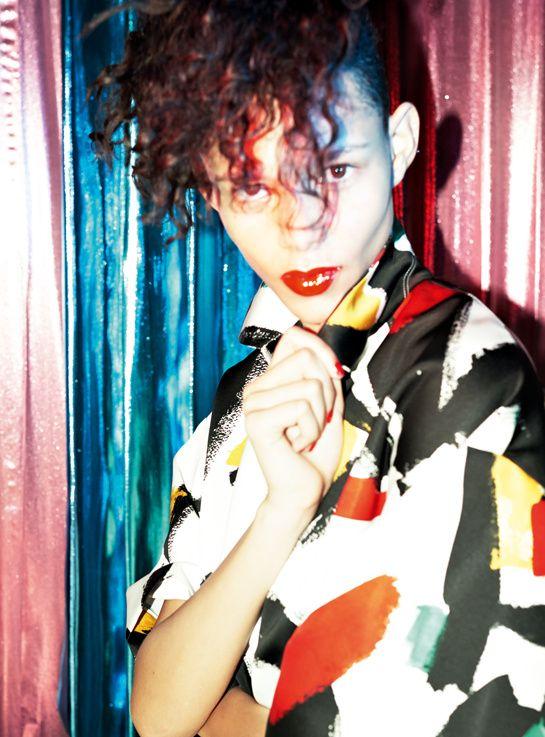 Leona Binx Walton par David Sims http://www.vogue.fr/mode/mannequins/diaporama/les-mannequins-du-numero-d-avril-2014-de-vogue-paris-cameron-russell/18387/image/994346#!leona-binx-walton-david-sims-vogue-paris-avril-2014