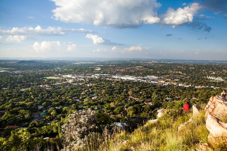 In January 2015, a 21-year-old woman was allegedly on a first date with her long-distance boyfriend when she died taking a photo. A witness said Cheynne Holloway was standing on a large rock on the second highest point of Johannesburg, South Africa,�when the boulder gave away and she fell almost fifty feet. Photo: Getty  via @AOL_Lifestyle Read more…