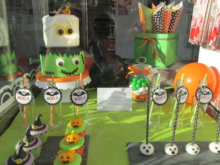 Halloween - Halloween dessert table made for a Cake Design shop window display | Arte&Bolos, rua 5 de Outubro, Funchal