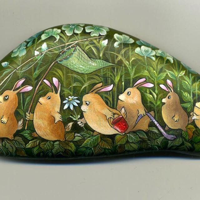 #stone #rabbits #handpainted #acrylic #камень #галька #булыжник #кролики #лето #росписьнакамне #акрил #ручнаяработа  еще один любимый камушек. Яркий, летний и очень милый)