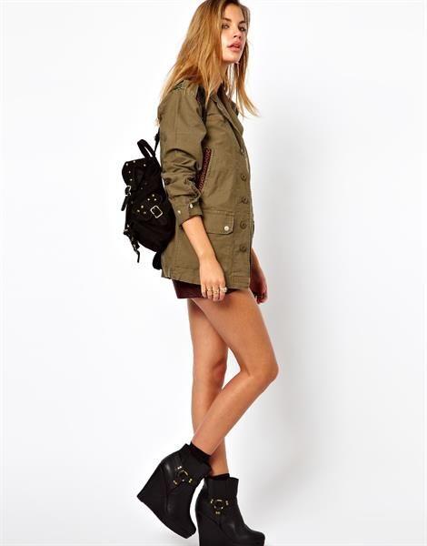 Куртка женская в стиле милитари