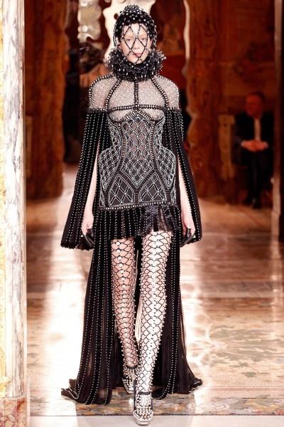Alexander McQueen - Herfst/Winter 2013-14 - Fashion Shows - VOGUE Nederland