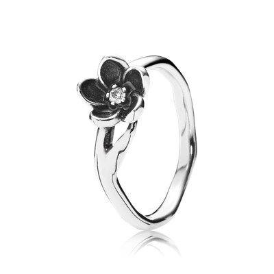 Ring met betoverende bloem